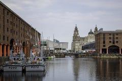 Il festival alto delle navi sul lungomare di Liverpool compreso il HM Immagine Stock