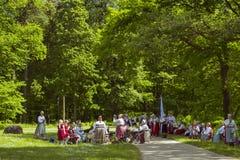 Il festival dei gruppi etnici, kivikulv di Vabaohumuuseumi Fotografia Stock