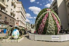 il festival Pasqua a Mosca, la decorazione nel pereulok di Kamergersky Immagine Stock