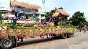 Il festival tradizionale della processione della candela di Buddha video d archivio