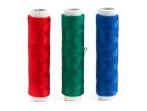 Il filato di cucito verde e blu di rosso, rotola Fotografie Stock
