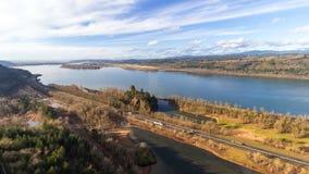Il film di lasso di tempo di bianco rapido si rannuvola la gola del fiume Columbia lungo l'autostrada interstatale 84 video d archivio