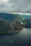 Il fiordo preikenstolen in parco nazionale norvegese Fotografia Stock
