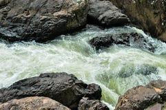 Il fiume è intenso e ruvido fotografie stock libere da diritti