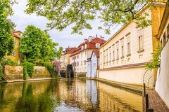 Il fiume è un diavolo a Praga, repubblica Ceca fotografia stock