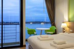 Il fiume è un hotel moderno di stile accanto a Mae Kong River Fotografia Stock Libera da Diritti