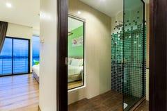 Il fiume è un hotel moderno di stile accanto a Mae Kong River Fotografie Stock Libere da Diritti