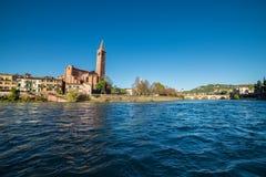 Il Fiume Adige che attraversa Verona Obraz Stock