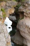 Il fiume Belaya (bianco) è nella gola di Khadzhokhsky Fotografie Stock Libere da Diritti