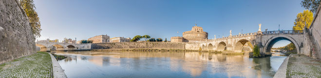 Il fiume del Tevere, passante attraverso Roma. Fotografie Stock Libere da Diritti