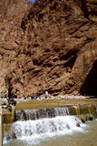 Il fiume del Todra si rimpinza di nel Marocco Fotografia Stock