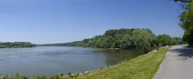 Il fiume della banchina di Danubio Fotografia Stock Libera da Diritti