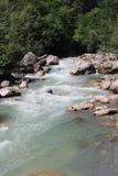 Il fiume della montagna con acqua blu in Abkhazia Fotografia Stock Libera da Diritti
