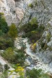 Il fiume della montagna in gola nel Alpes-Maritimes Fotografie Stock Libere da Diritti