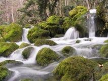 Il fiume della montagna in inverno Fotografie Stock Libere da Diritti