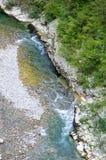 Il fiume della montagna in una valle rocciosa, Serbia Fotografie Stock