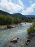 Il fiume di Arhiz entra nelle montagne Fotografie Stock Libere da Diritti