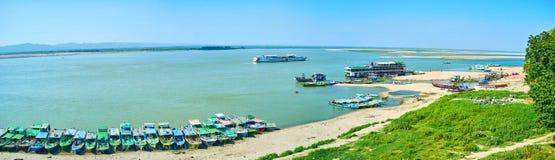 Il fiume di Irrawaddy in vecchio Bagan, Myanmar fotografie stock