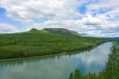Il fiume di liard nei territori di Yukon Immagini Stock Libere da Diritti