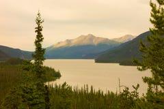 Il fiume di liard nei territori di Yukon Fotografie Stock Libere da Diritti