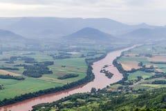 Il fiume di Taquari da Morro fa il paesaggio della montagna del gaucho fotografia stock