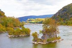 Il fiume ed il fiume Potomac di Shenandoah si incontrano vicino alla città storica del traghetto dei Harpers Immagini Stock Libere da Diritti