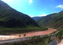 Il fiume Giallo nei moutains fotografia stock