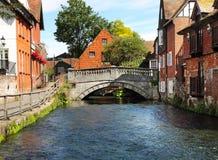 Il fiume Itchen in Winchester, Inghilterra Immagini Stock Libere da Diritti