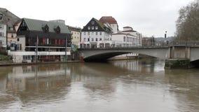 Il fiume Neckar, ponte e città Tubinga, Baden-Wurttemberg, Germania stock footage