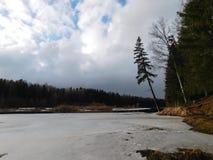 Il fiume nel ghiaccio Fotografia Stock Libera da Diritti