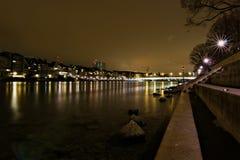 Il fiume nella città Basilea alla notte Fotografia Stock Libera da Diritti