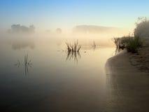 Il fiume nella foschia Fotografia Stock Libera da Diritti