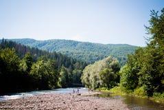 Il fiume nelle montagne Fotografia Stock