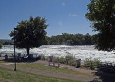 Il fiume Niagara precipitante Fotografia Stock Libera da Diritti