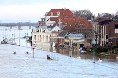 Il fiume olandese ha traboccato il quay, Deventer Fotografie Stock