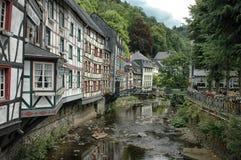 Il fiume passa Monschau, Germania Immagine Stock Libera da Diritti
