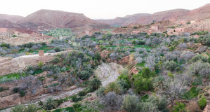 Il fiume secco nella città di du Dades delle gole, Marocco Immagine Stock Libera da Diritti