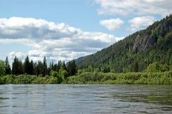 Il fiume siberiano Mana della montagna Immagini Stock Libere da Diritti