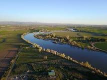 Il fiume Snake attraverso terreno coltivabile Fotografia Stock Libera da Diritti