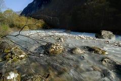 Il fiume verde smeraldo fotografia stock libera da diritti