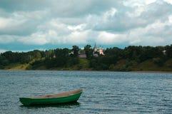 Il fiume Volga vicino alla città di Tutaev Fotografia Stock Libera da Diritti