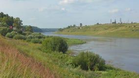 Il fiume Volga vicino a Staritsa, regione di Tver' stock footage