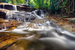 Il flusso della cascata Fotografie Stock