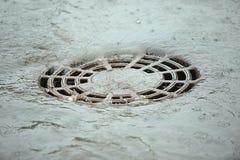Il flusso di acqua dopo pioggia Immagine Stock