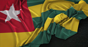Il fondo 3D di Togo Flag Wrinkled On Dark rende Fotografie Stock Libere da Diritti