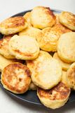Il fondo del cottage del formaggio, pancake fa colazione immagini stock