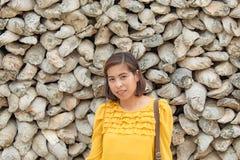 Il fondo della donna del ritratto come fossile rimane delle coperture in Tailandia fotografie stock libere da diritti