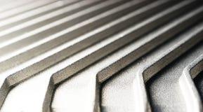 Il fondo delle costole e dei fronti curvi del metallo, metallo d'argento allinea nella prospettiva Immagine Stock