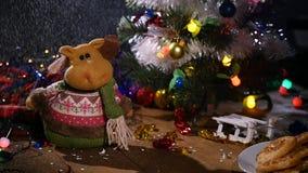 Il fondo di festa di Natale, Natale presenta il fondo con l'albero di Natale e le ghirlande decorati Inverno vuoto video d archivio