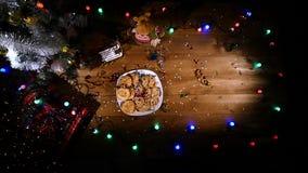 Il fondo di festa di Natale, Natale presenta il fondo con l'albero di Natale e le ghirlande decorati Inverno vuoto stock footage